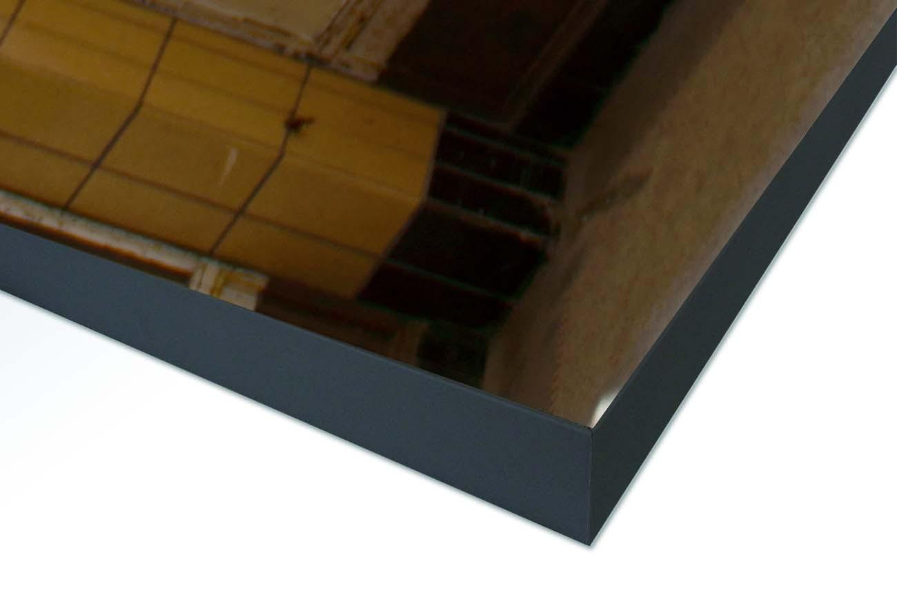 Close up textieldoek gemonteerd in frame zwart
