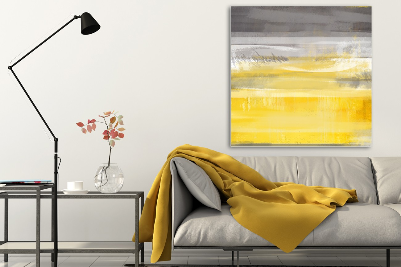 Overlopend schilderij met de kleuren grijs, wit en geel van Cynthia Alvarez met als titel Golden glow II op textieldoek.